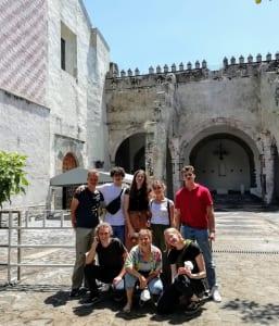 Gruppenfoto vor der Kathedrale in Cuernavaca